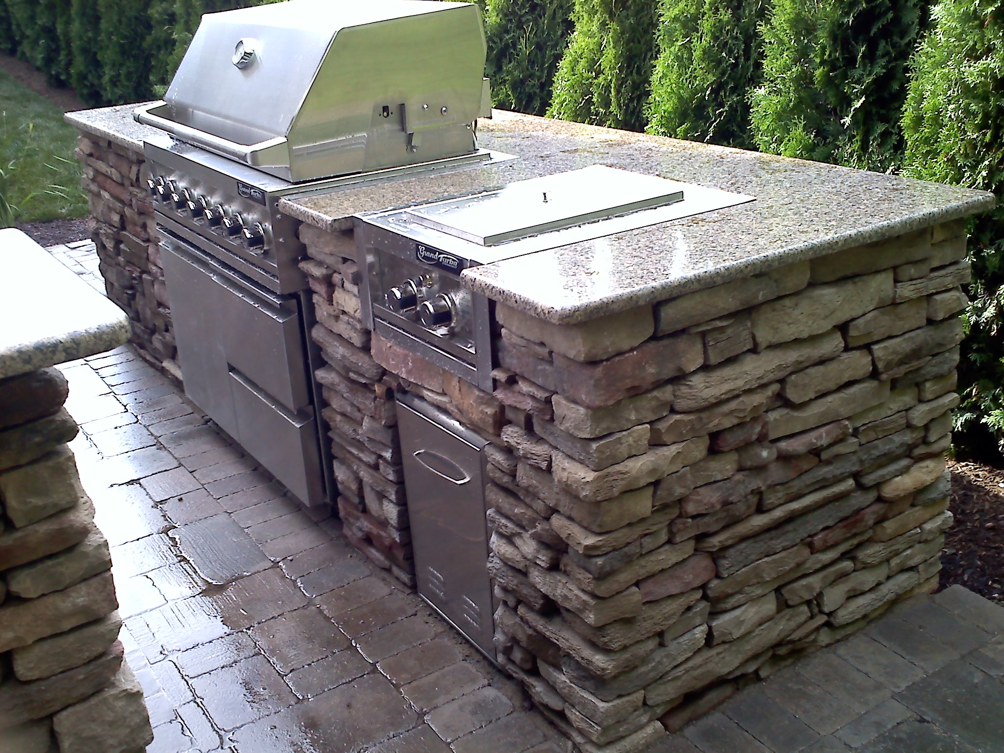 Finished 12 sherwood landscape macomb county brick for Outdoor kitchen construction