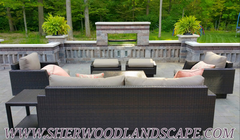 outdoor-living-space-retaining-wall-fire-feature